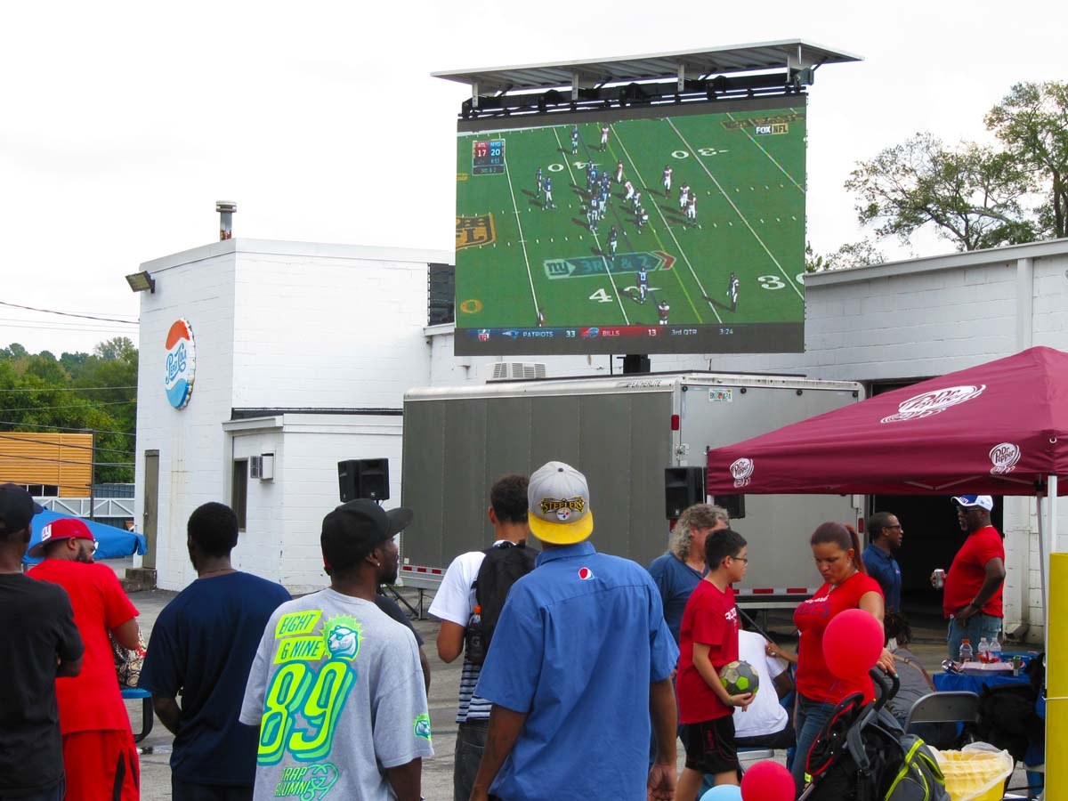 Mobile screens for tailgating